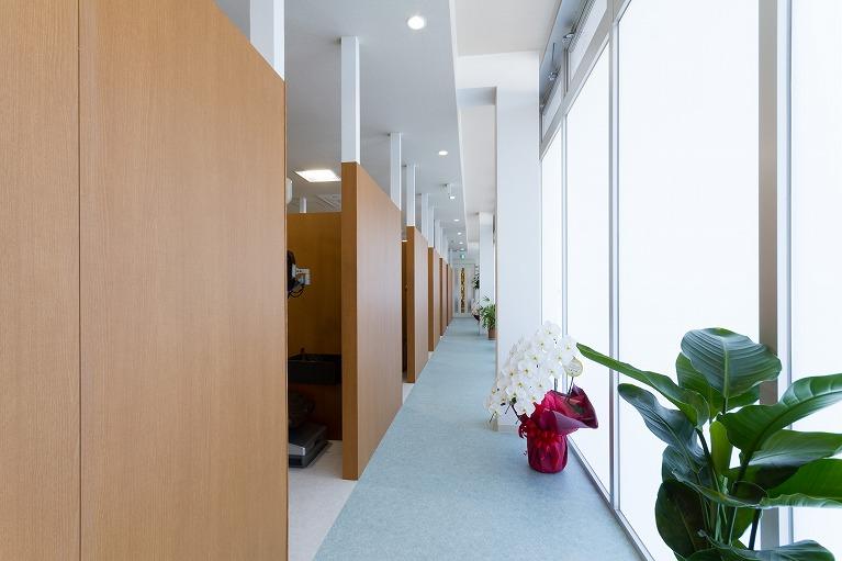プライバシー「半個室の診療室」